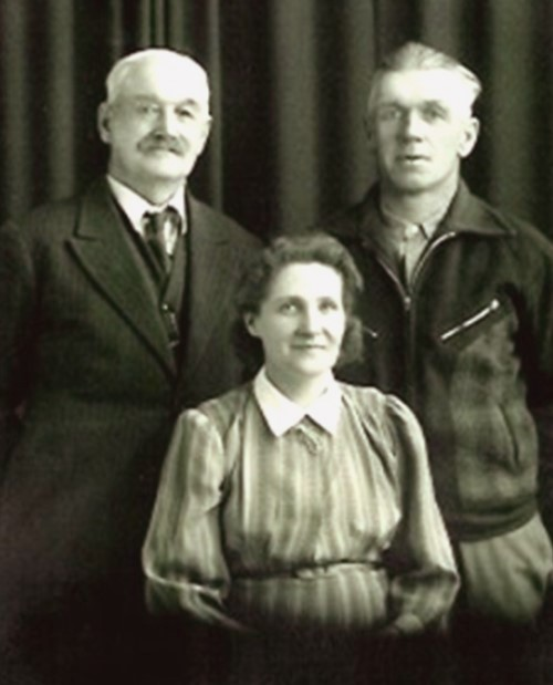 Enos and Lily with Enos's father William Frederick Hogue in 1942